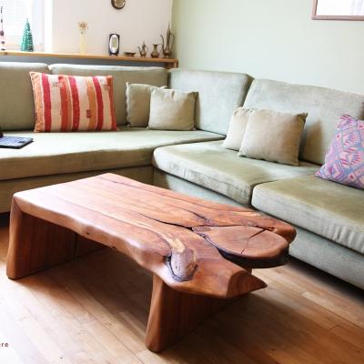 Čerešňový konferečný stolík natural s abstraktným zakončením