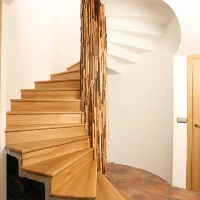 Dubové točité schodisko