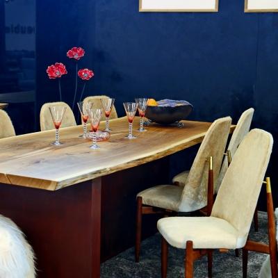 Dubový jedálenský stôl dvojfošnový, kartáčovaný s nohami v úprave surová lakovaná hrdza