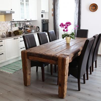 Dubový kartáčovaný jedálenský stôl s kovanými klincami