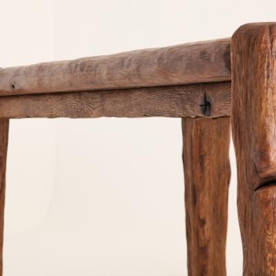 Dubový kartáčovaný jedálenský stôl s kovanými klincami. Úprava s čiernou patinou 3