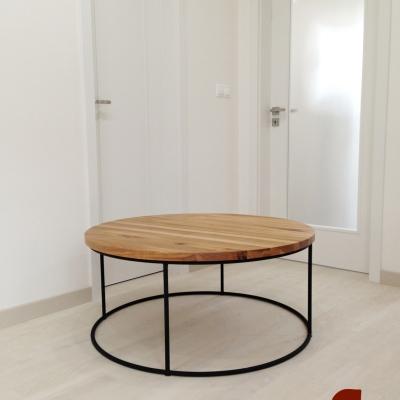 Dubový konferenčný stolík – kruhový s oceľovou podnožou