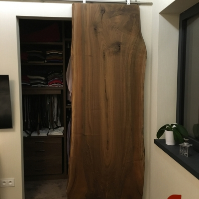 Orechové posuvné dvere jednofošnové s kovovým posuvným mechanizmom