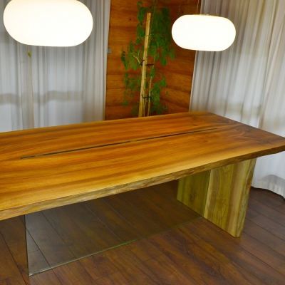 Orechový jedálenský stôl, dvojfošnový v kombinácii so sklom
