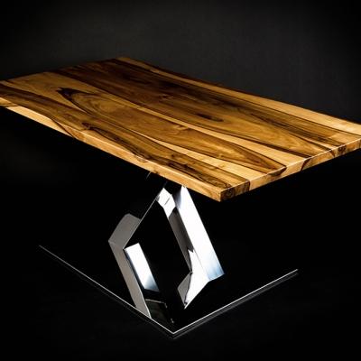 Orehový stôl s nerezovou nohou