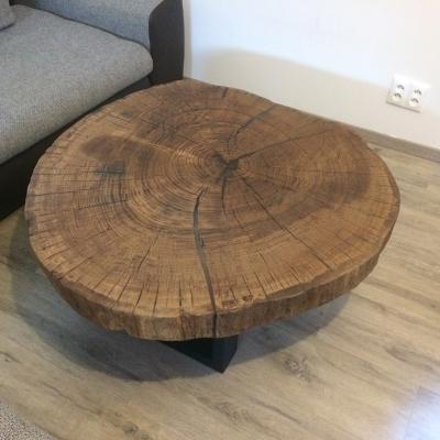 Konferenčný dubový stolík vyplnený epoxidom priemer 110cm 1