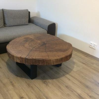 Konferenčný dubový stolík vyplnený epoxidom priemer 110cm 2