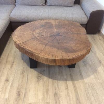 Konferenčný dubový stolík vyplnený epoxidom priemer 110cm