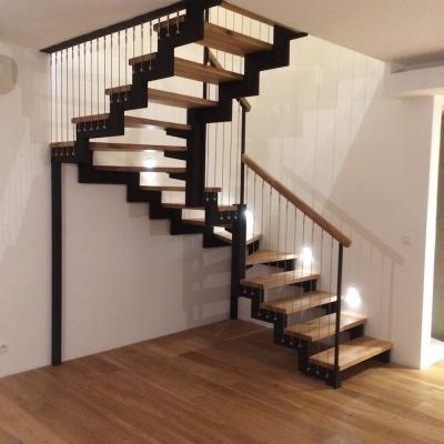 dubové schodisko s oceľovými lanami