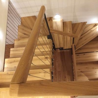 dubové schodisko zhora