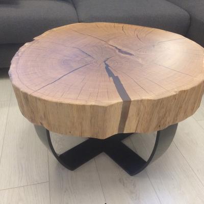 Dobový konferečny stolík s epoxidovými trhlinami ,oceľové čierne nohy