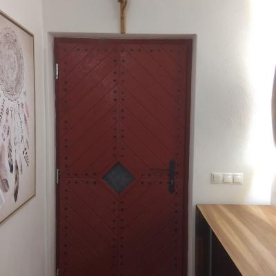 Dubové vchodové bezpečnostné dvere kartáčované pohľad zpredu