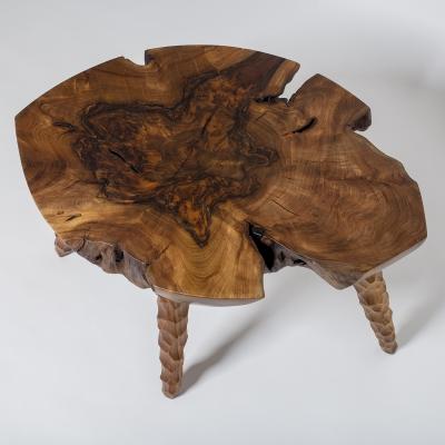 konferenčný stolík z orecha