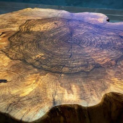 konferečny stolík orechový koreň